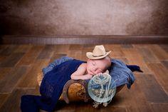 bébé avec chapeau cowboy à montpellier - Bébé de 15 à 30 jours