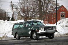 Volvo 145 in snowy Sweden