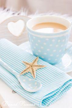 Danish Princess Home azul y blanco Coffee Time, Morning Coffee, Tea Time, Coffee Cups, Tea Cups, Mini Desserts, Morning Food, Good Morning, Morning Gif