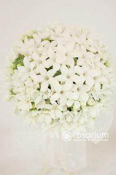 ロザリウム(Rosarium)  25ansウェディング掲載 ジャスミンのラウンドブーケ