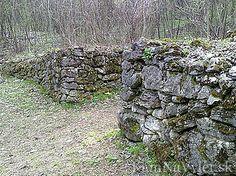 Molpír je vrch nad obcou Smolenice v Malých Karpatoch a praveké aj slovanské hradisko na tomto vrchu. Od múzea v Smoleniciach vedie náučný chodník k zvyškom hradiska.