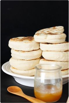 Pour 15 muffins anglais 450 g de farine T55 1,5 cc de sel 25 cl de lait 1 sachet de levure de boulanger déshydratée 1,5 cl d'huile (15 ml):