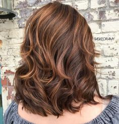 Chocolate Hairstyle With Caramel Highlights Best Picture For wavy hair haircut For Your Taste You ar Shoulder Length Layered Hair, Medium Length Hair Cuts With Layers, Medium Hair Cuts, Medium Layered Haircuts, Layered Hairstyles, Haircut Medium, Thick Wavy Haircuts, Trendy Haircuts, My Hairstyle