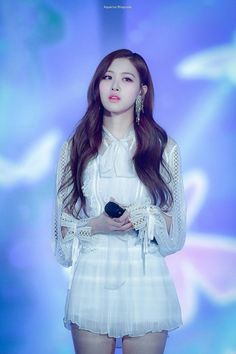 Your source of news on YG's biggest girl group, BLACKPINK! Please do not edit or remove the logo of. Divas, Kim Jennie, Blackpink Fashion, Korean Fashion, K Pop, Foto Rose, 168, Blackpink Members, Black Pink