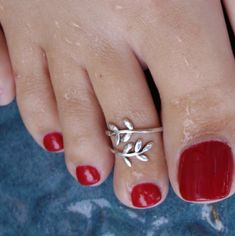 925 Sterling Silver Toe Ring Leaf Wrap Around Midi Ring Open Adjustable Olive Branch Knuckle Ring Women Toe Ring Designs, Anklet Designs, Silver Jewelry, Fine Jewelry, Silver Bracelets, India Jewelry, Temple Jewellery, Silver Earrings, Pearl Necklace