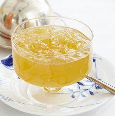 Rezept für Zitronengelee mit Ingwer bei Essen und Trinken. Und weitere Rezepte in den Kategorien Gewürze, Obst, Brunch / Frühstück, Eingemachtes, Einmachen, Kochen.