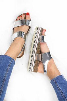 Sandales compensées ARGENTÉES talon tressé & perles