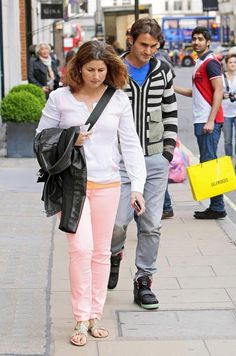Roger und Mirka -- Shopping Roger Federer Family, Mirka Federer, Myla, Sports Stars, Tennis Players, Men's Style, Leo, Athlete, Bomber Jacket