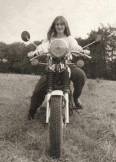 Erste Fahrtübungen auf dem Motorrad
