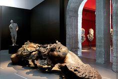 """""""Corpus"""" es la magna exposición que se encuentra en el Antiguo Colegio de San Ildefonso y reúne 48 piezas excepcionales del artista mexicano Javier Marín."""