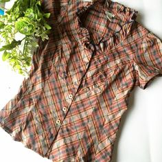 Anthropologie Odille Ruffle Top Plaid pattern, ruffled neckline, short capped sleeves, button up, 100% cotton, made in the USA. EUC Anthropologie Tops Blouses
