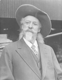 William F. Cody Archive: Documenting the life and times of Buffalo Bill Buffalo Bills, Cowboys And Indians, Real Cowboys, Old West Outlaws, Old West Photos, Wild West Show, American Exceptionalism, Old Portraits, Western Comics
