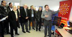 Les élus écoutent Frédéric Daux, pilote à Port-La Nouvelle, sur l'évolution indispensable du port./Photo DDM, JMG.