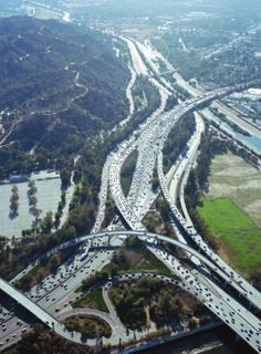 Architectural photographer (sounds like a pretty good gig right?) Benny Chan's Traffic! series depicts aerial views of rush hour traffic around Los Angeles, a place that's no stranger t… Aerial Photography, Landscape Photography, Great Places, Beautiful Places, City Layout, Highway Road, California Dreamin', California Republic, Paisajes