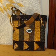 Here's the Packer bag!!!  On sale at Ebay or Etsy- type in Green Bay tote bag to purchase kit!  Includes everything you need-pattern, fabrics, interfacings, your choice of buttons and handles!