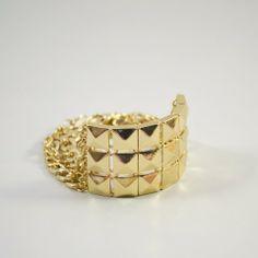 Bracelet chaine pyramide de couleur or.