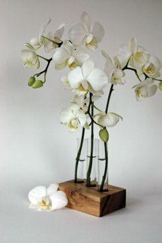 Tischschmuck für die Hochzeit, Wedding Deko, Hochzeitsdeko / floral decoration for the wedding table made by blumen-wiese via DaWanda.com