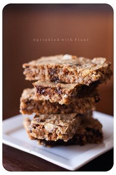 Soft and Chewy Oatmeal Bars by sprinkledwithflour: Healthy bars with the kid friendly consistency of the store bought ones.  #Oatmeal_Bars #sprinkledwithflour