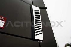 Rivestimento filtro aria in acciaio inox super mirror (aisi 304) per Renault Trucks T. L'articolo è dotato di bi-adesivo per il fissaggio. Per una corretta applicazione segui le ISTRUZIONI DI MONTAGGIO.