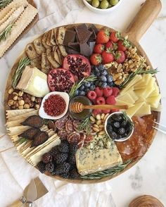 Charcuterie Recipes, Charcuterie And Cheese Board, Charcuterie Platter, Cheese Boards, Meat Platter, Party Food Platters, Cheese Platters, Thanksgiving Appetizers, Appetizers For Party