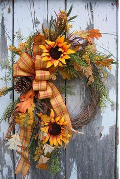Jesenný veniec na dvere na 45 spôsobov. Ktorý by ste si vybrali vy? - sikovnik.sk Diy Fall Wreath, Autumn Wreaths, Holiday Wreaths, Wreath Ideas, Spring Wreaths, Summer Wreath, Wreath Crafts, Sunflower Wreaths, Floral Wreaths