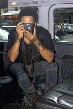 Lenny Kravitz using analog camera, buy yours on shop.lomography.com
