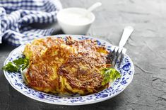 Easy cheese and onion rosti recipe Potato Rosti Recipe, Traditional French Recipes, Good Food, Yummy Food, Easy Cheese, Truffle Recipe, Potato Dishes, Budget Meals, Tasty Dishes