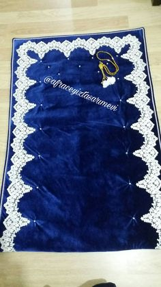 Kadife kumaştan seccade. Afraçeyiztasarımevi Muslim Prayer Mat, Islamic Prayer, Prayer Room, Daily Prayer, Muslim Beliefs, Abaya Pattern, Quran Book, Everyday Prayers, Beauty