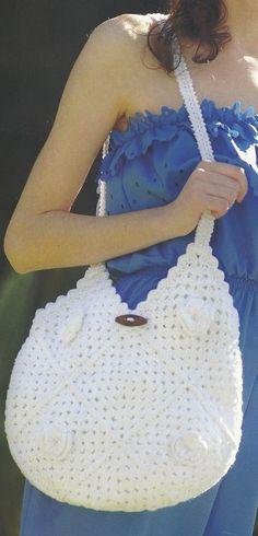 """Superbes sacs aux motifs assemblés ou aux points fantaisies , accompagnés de leurs grilles gratuites , trouvés dans la Galerie Picasa de """" Christine """" . Sac blanc aux carrés fleuris Sac blanc orné d'une petite anse , aux popcorns Sac Granny aux fleurs..."""