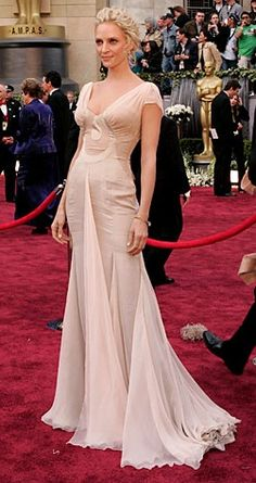 Uma Thurman in Versace at the Oscars 2006