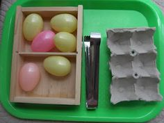 Practical Life Montessori-Inspired Tonging Plastic Eggs to Egg Carton Montessori Trays, Montessori Preschool, Montessori Education, Montessori Materials, Preschool Classroom, Pre K Activities, Easter Activities, Montessori Practical Life, Early Learning