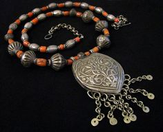 Yemen | Silver and coral necklace.  ca. 1920s/30s |  Recently restrung without changing the original arrangement | 1'850$