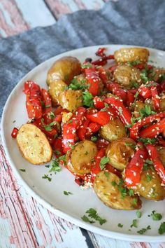 Bagte Nye Kartofler Med Bagt Peberfrugt, Sesam Og Persille – One Kitchen – A Thousand Ideas Easy Cooking, Cooking Recipes, Clean Eating, Healthy Eating, Vegetarian Recipes, Healthy Recipes, Happy Foods, Mediterranean Recipes, Everyday Food