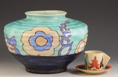 clarice-cliff-RARE-INSPIRATION-DAISY-356-VASE-C-1930 7 inches high, 30 inches circumference, sold for GBP560 in Febuary 2016