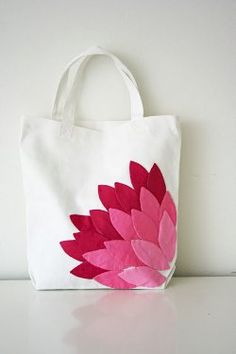 Use these free applique patterns to make dozens of petals in several shades of pink, and then applique them to a plain white canvas bag in the shape of a blossom for a gorgeous handmade tote bag. If you know how to applique by hand, this is easy. Fabric Crafts, Sewing Crafts, Sewing Projects, Sewing Diy, Sacs Tote Bags, Lv Bags, Cotton Tote Bags, Quilt Patterns, Sewing Patterns