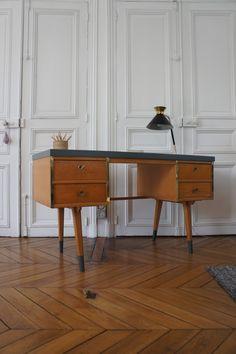Atelier Petit Toit: Des bureaux vintage prêts à emporter ! A retrouver sur www.petit-toit.fr.