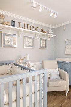 Quarto de bebê em azul e bege com tema marítimo - Constance Zahn | Babies & Kids