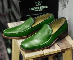 Handmade+Men's+Green+Color+Leather+Penny+Loafers Upper+Material+Genuine+Leather Inner+Soft+Leather Style+Loafers Color+Green+ Sole+Leather Gender+Male Heel+Leather IMPORTANT+NOTE Please+measure+your+foot+size+according+to+the+size+chart+g. Mens Loafers Shoes, Wingtip Shoes, Leather Loafer Shoes, Shoes Men, High Leather Boots, Green Leather, Soft Leather, Lace Up Shoes, Dress Shoes
