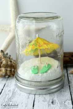 Fun Projects For Kids, Easy Craft Projects, Fun Crafts, Craft Ideas, Crafts With Glass Jars, Mason Jar Crafts, Mason Jar Terrarium, Plastic Terrarium, Beach Mason Jars
