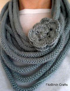 Knitting and Crochet FitzBirch Crafts: Rose Medusa Cowl - Stricken und Häkeln Schal Halswärmer Rose
