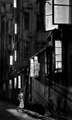Stunning Street Photographs of 1950s Hong Kong Captured By Fan Ho | http://www.123inspiration.com/stunning-street-photographs-of-1950s-hong-kong-captured-by-fan-ho/