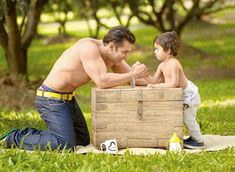 Your number one source for Bollywood news & gossip, Bollywood movies, Bollywood fashion and TV news. Check out the hottest photos and videos of your favorite Bollywood and TV stars. Salman Khan Photo, Shahrukh Khan, Bollywood Stars, Bollywood News, Bollywood Fashion, Being Human Clothing, Salman Katrina, Salman Khan Wallpapers, Bodybuilding