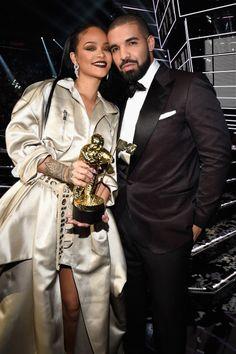 Är Rihanna fortfarande dating drake 2015