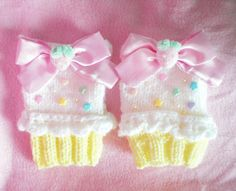 Pastel Vanilla Cupcake Fingerless Gloves Fairy Kei Decora Deco OTT Sweet Lolita Loli Kawaii Cute Girly Girl Knitted Crochet