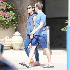 Billionaire Mark Zuckerberg And Wife Pictured Going On A Casual Strolling In California (Photos): Mark Zuckerberg and his wife… #News