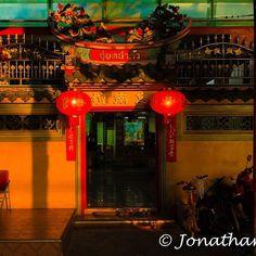 Chinese Temple Bangkok. Thailand  For the ebook The Bangkok Story an Historical Guide to the Most Exciting City in the World - go to http://ift.tt/2kq9do7  #aroundtheworld #worldtraveler #jonathaninbali #www.murnis.com #travelphotography #traveler #lonelyplanet #travel #travelingram #travels #travelling #traveling #instatravel #asian #photo #photograph #outdoor #travelphoto #exploretocreate #createexplore #exploringtheglobe #theglobewanderer #mytinyatlas #planetdiscovery #roamtheplanet…