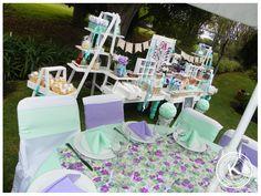 Mesa de dulces | candy bar | bautizo niña | jardín | dulces | salado | fiesta | verde | lila | morado | flores | www.beKUUKI.com