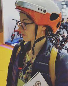 Wearing Airwheel C5 smart helmet on the show, feeling the free intelligent life.