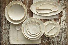 Michele Michael diseña y realiza a mano productos de cerámica. Sus creaciones destacan por la irregularidad de los acabados, que convierten a sus piezas en diseños únicos. El resultado son vajillas...