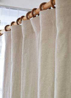 リネンカーテンリノヘリンボーン グレー】 サイズ w125cm×H150cm~ ¥15,000(税込)~ 高級感や柔らかさが特徴のリネンカーテン。ヘリンボーン模様が魅力的。他のリネンより織りが緻密な分ちょっぴり地厚。ナチュラルな空間にとてもよく合います。 #リネンカーテン